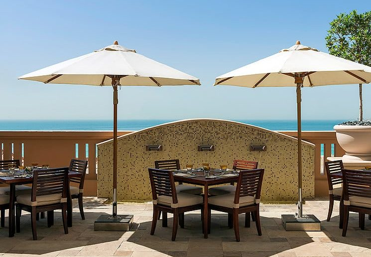 Nous avons aimé : • Le petit déjeuner très copieux • Le charme de l'hôtel • Le confort des chambres • La gentilesse du personnel • La situation géographique en plein coeur de Dubaï • Le Wifi gratuit • La piscine et le spa Et pour finir, retrouvez le Sofitel Dubaï Jumeirah Beach sur : Facebook Twitter Instagram Un très grand merci à toute l'équipe du Sofitel pour leur gentillesse et pour leur parfait accueil avec une mention très spéciale pour Patricia ! Si vous cherchez un endroit de qualité où dormir à Dubaï, je vous conseille vraiment cet hôtel !