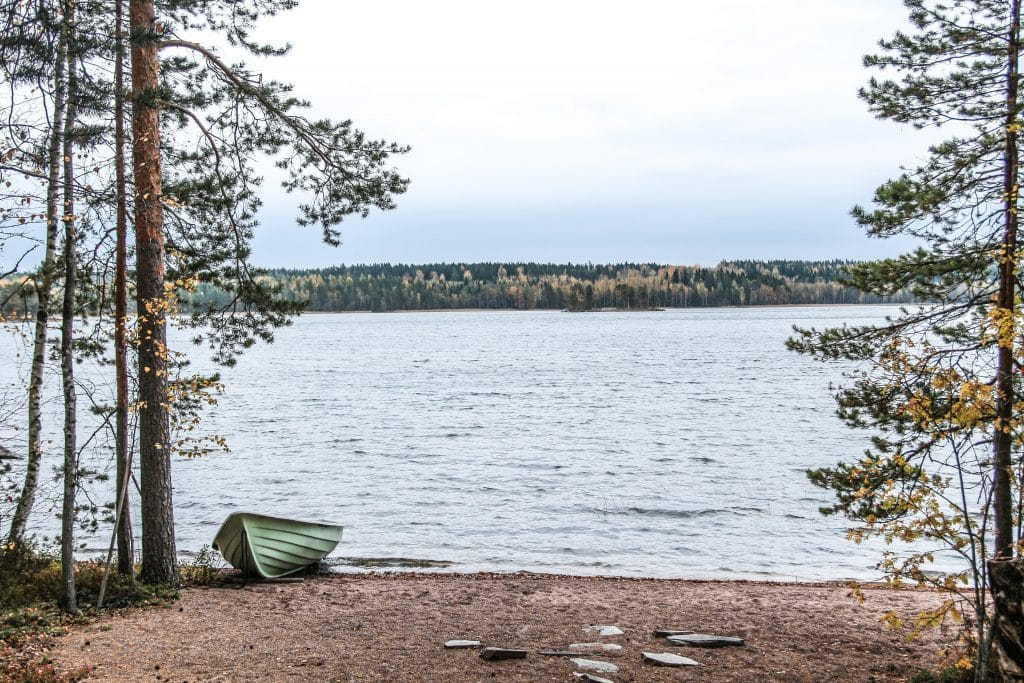 two-french-explorers-blog-finlande-lac-maison-hote